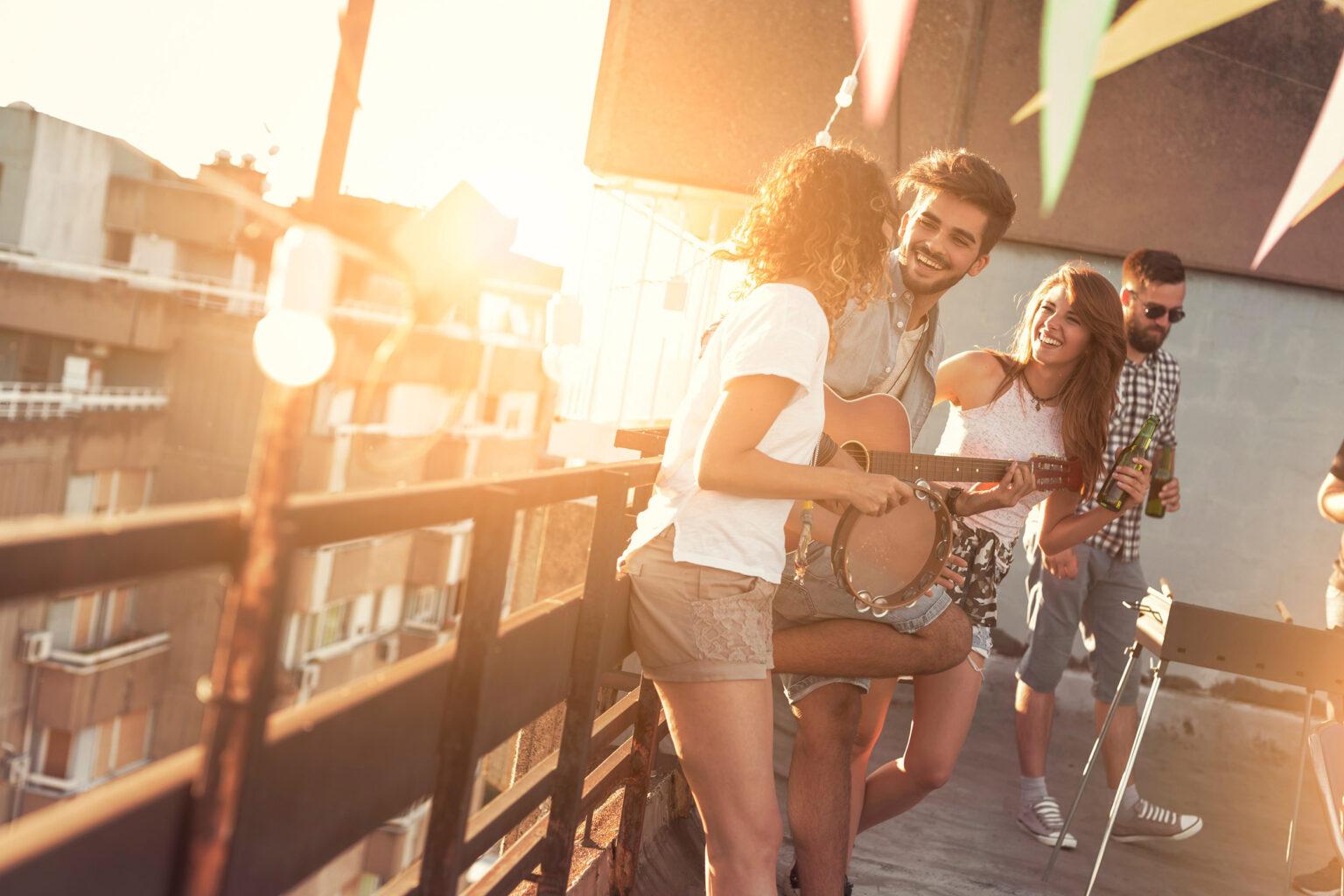 Gente en terraza