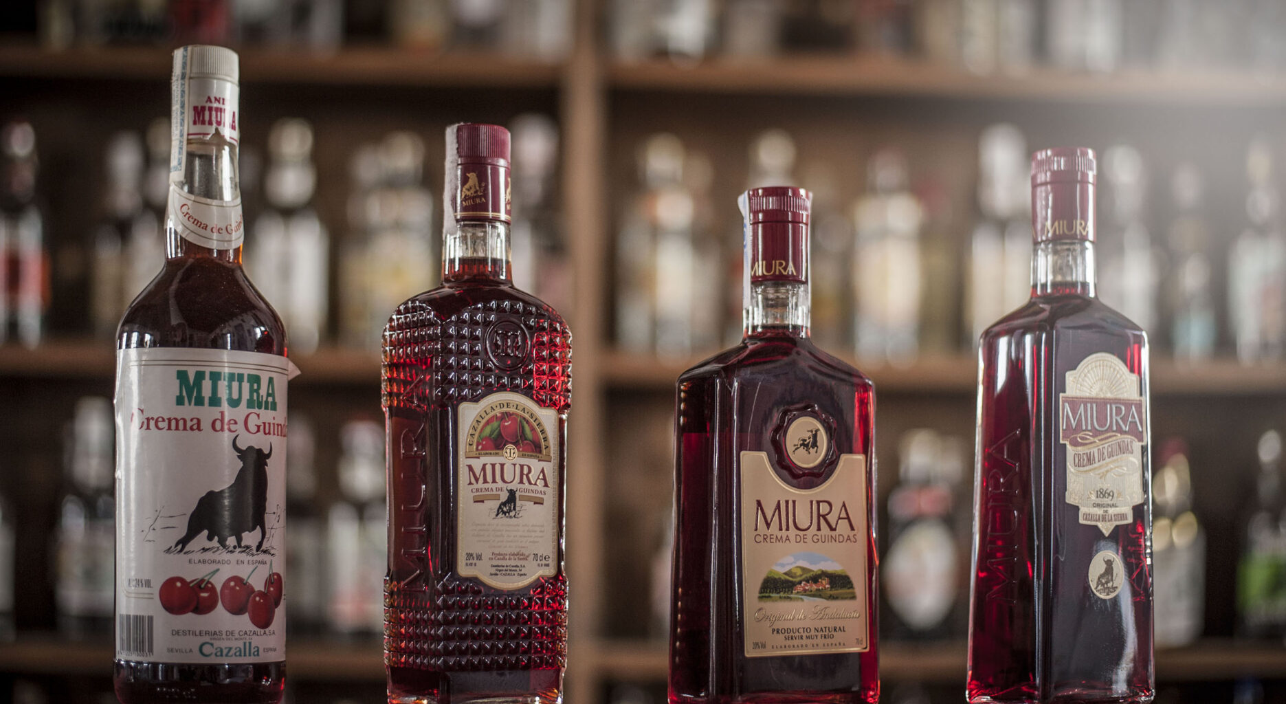 Evolución de la botella del Licor de Guindas Miura